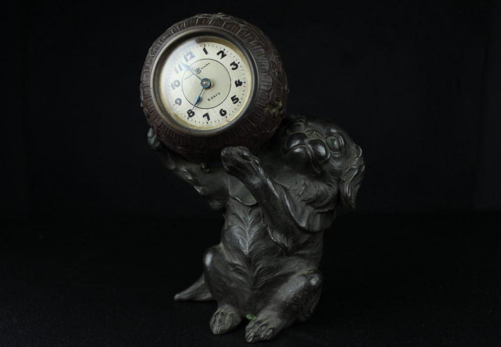 『時計をかかえる犬』を買取させていただきました。