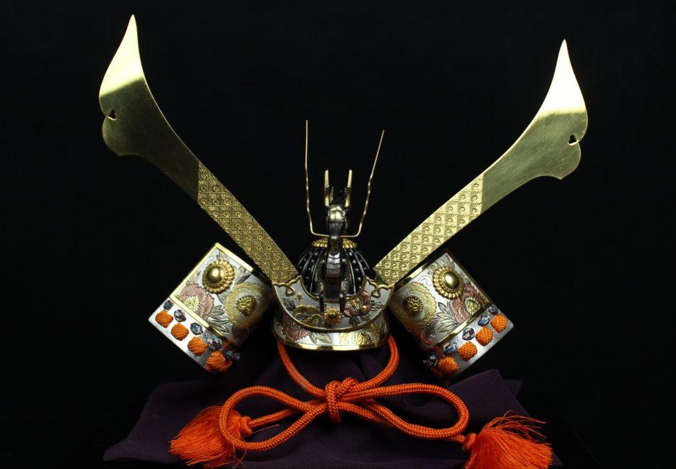 金工師 関 武比古 作 純銀製 龍付兜を買取させていただきました。